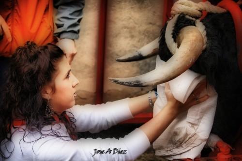 El ensogado del Toro con Soga de Lodosa es una labor muy delicada: seguridad, experiencia y respeto por el animal. Congrega a miles de personas procedentes de toda Navarra y de todas las provincias limítrofes que vienen a disfrutar de Lodosa, pasando por cafetería Romero y a dormir al Hostal Romero de Lodosa.